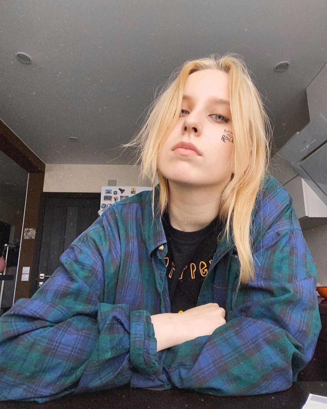 Певица Гречка выпустила музыкальный мини-альбом «Хватит»