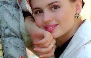 Анна Семенович показала, как выглядела в 16 лет