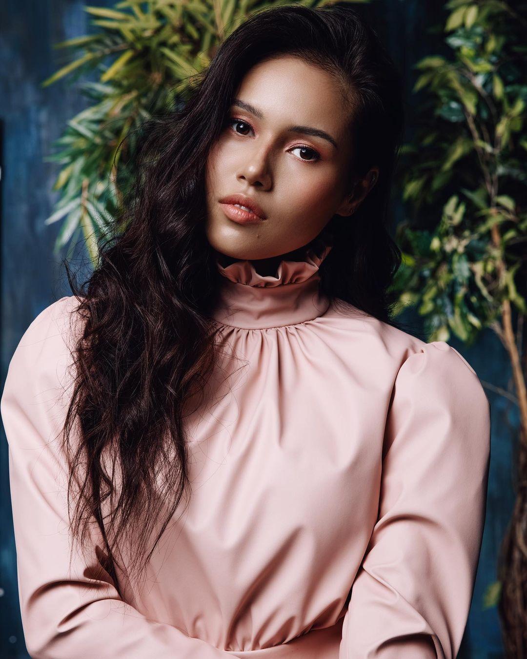 Наzима выпустила красивую медленную песню «Зачем»