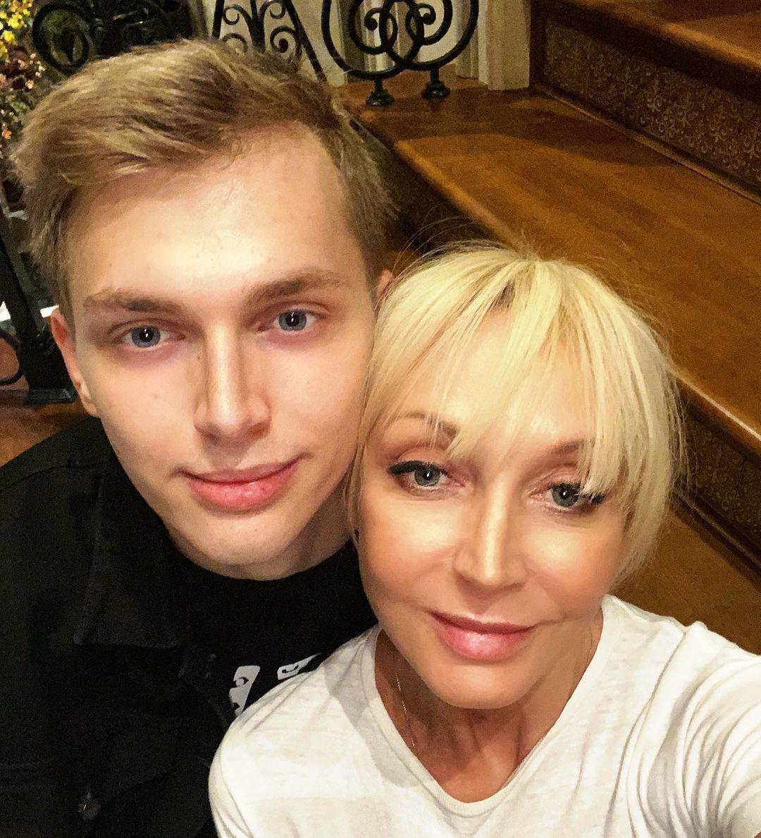 Младший сын Кристины Орбакайте окончил магистратуру