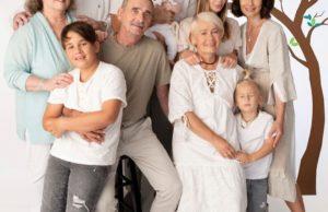Экс-солистка группы «Демо» Саша Зверева показала фото своей большой семьи