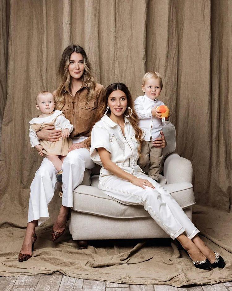 Регина Тодоренко с ребенком и сестра Топалова с дочкой