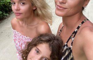 Певица Слава с дочерьми отдыхает на Мальдивах