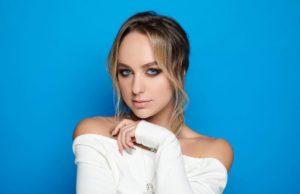 Мари Краймбрери анонсировала новый музыкальный альбом
