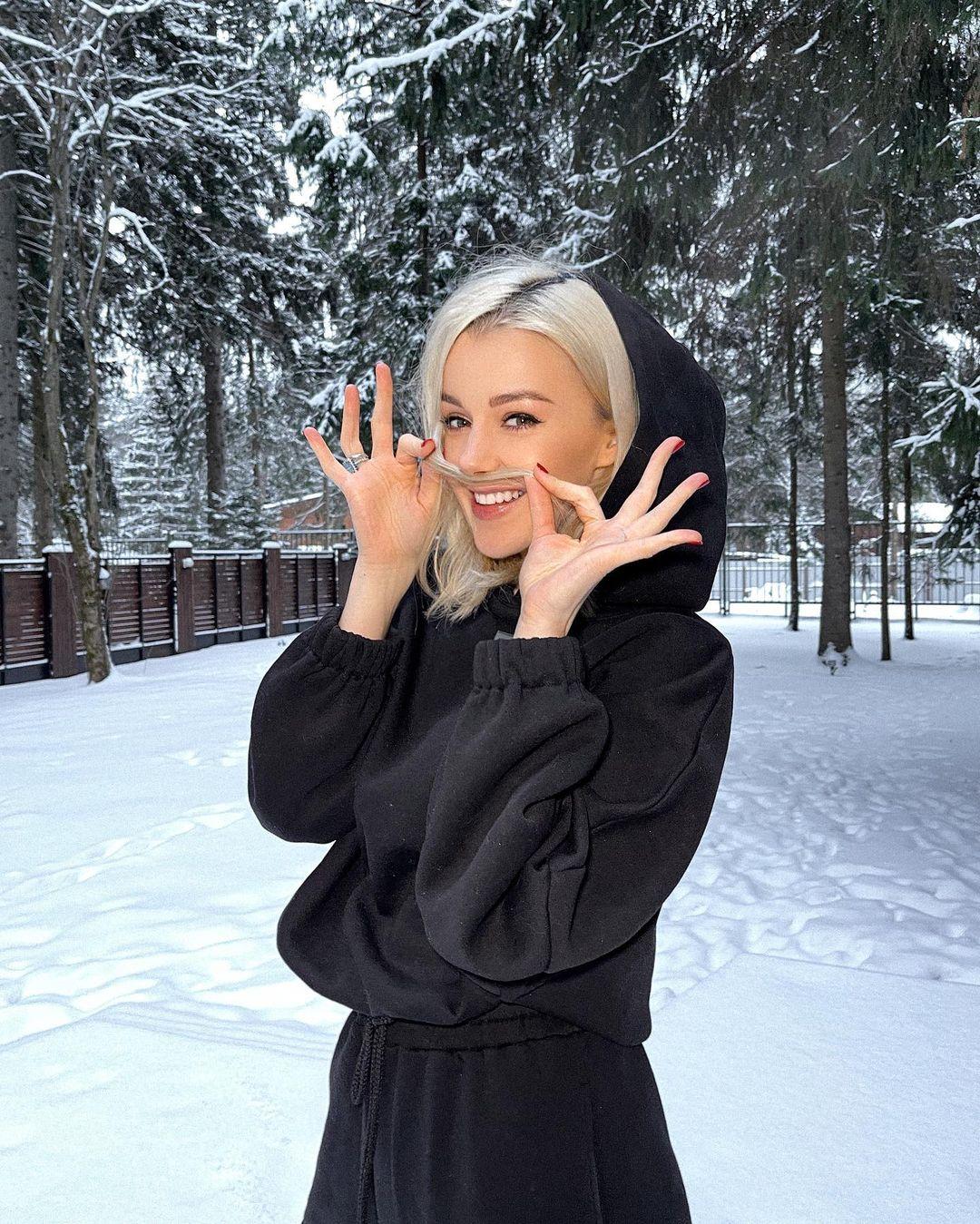 Юлианна Караулова выпустила песню «Так сильно»