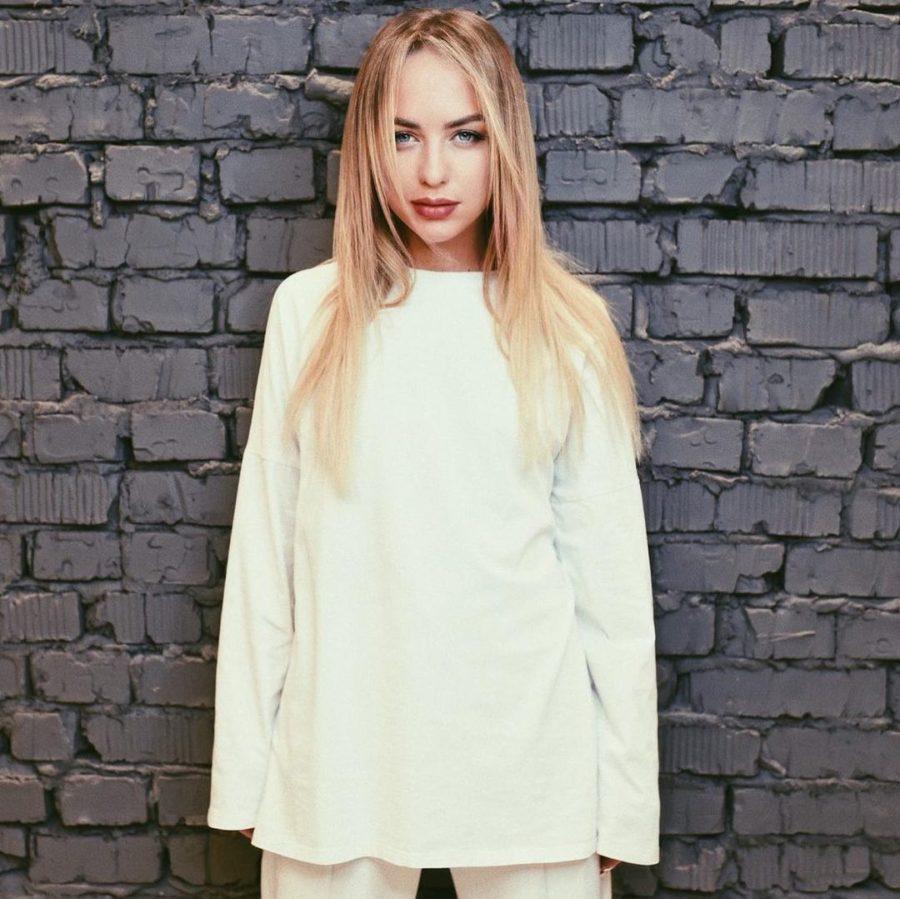 Мари Краймбрери выпустила песню «Самолет»