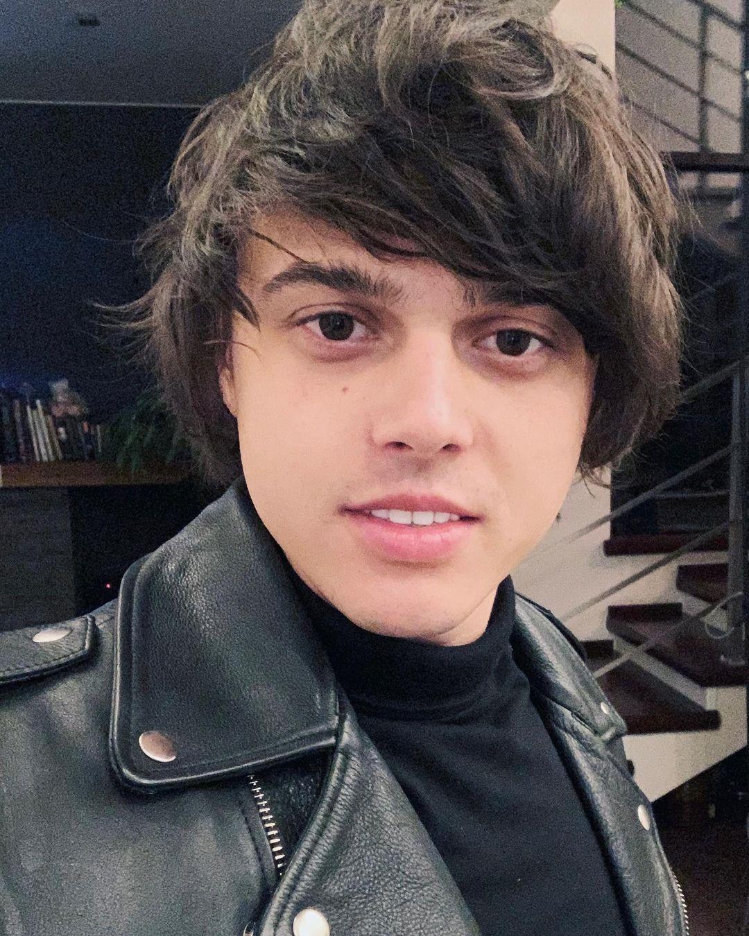 Алексеев анонсировал выход песни «Сквозь сон»